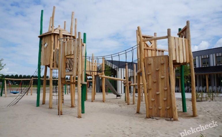Pannenkoekenhuis Smullen en Spelen met prachtige speeltuin in Almere