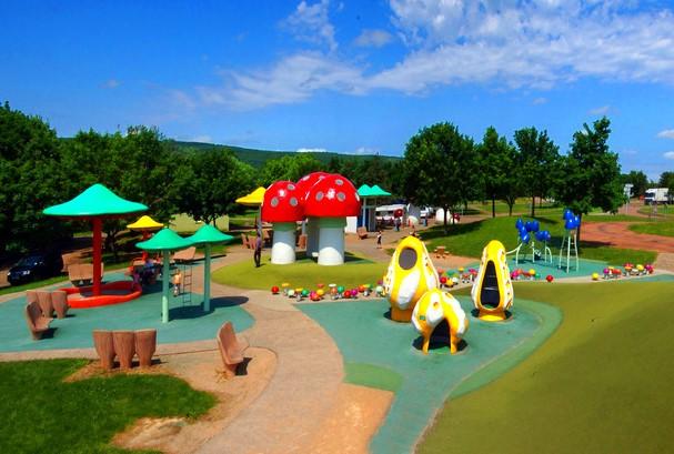 Aire de Jugy Frankrijk - speeltuin bij parkeerplaats speeltuin op parkeerplaats langs snelweg route du soleil Frankrijk